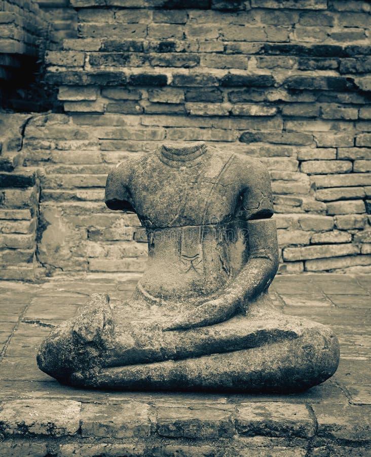 Сломленный безглавый Будда стоковая фотография