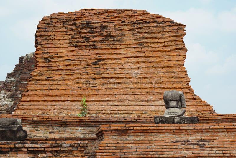 Сломленный безглавый Будда стоковое изображение