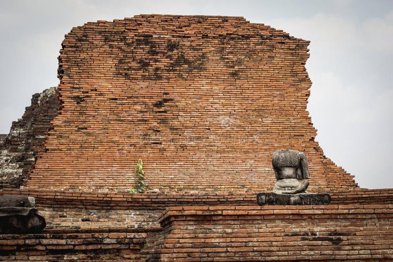 Сломленный безглавый Будда стоковые изображения rf