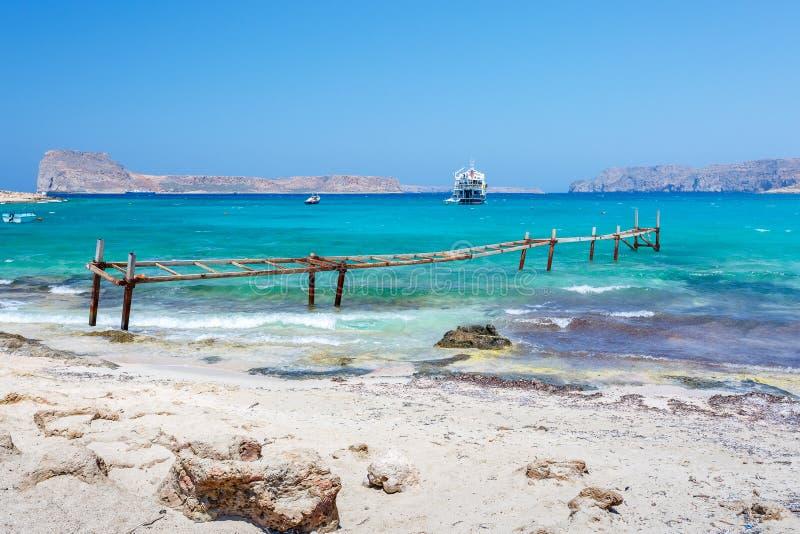 Сломленный железный причал в лагуне Balos Крит Греция стоковая фотография
