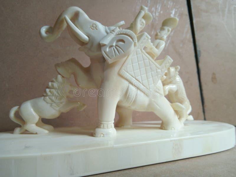 Слон и тигр косточки звероловства стоковая фотография rf
