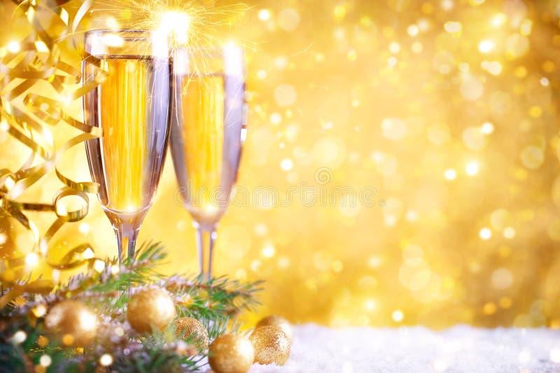 С Рождеством Христовым и с новым годом Предпосылка ` s Нового Года с украшениями Нового Года Карточка ` s Нового Года стоковое фото rf