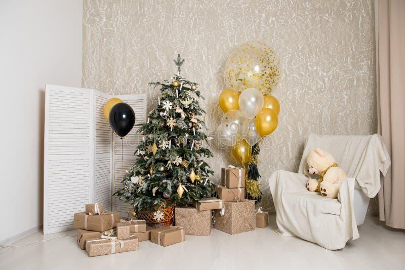 Download С Рождеством Христовым и счастливая комната праздников A красивая живущая украшенная для Стоковое Изображение - изображение насчитывающей масленица, birmingham: 81801775