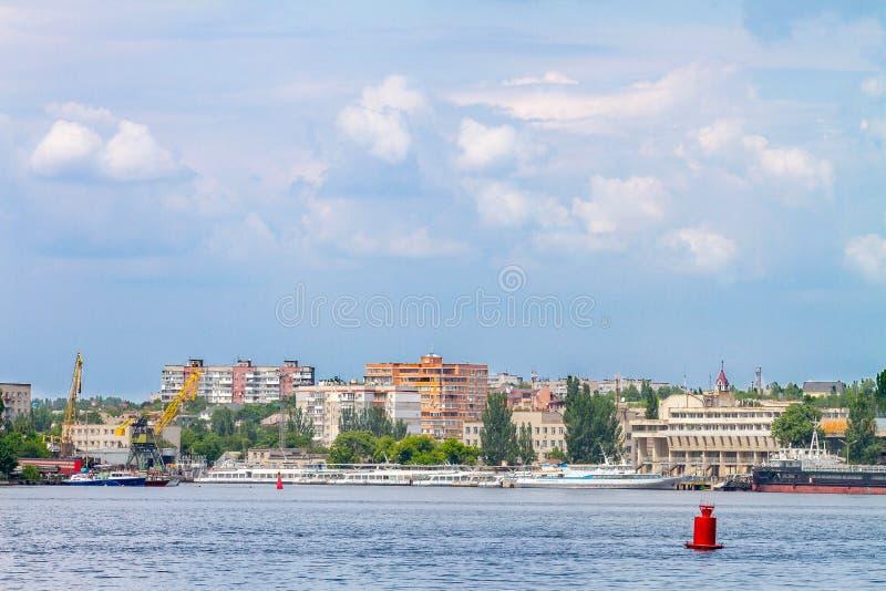 С станцией реки ландшафта изображения кораблей стоковое фото rf