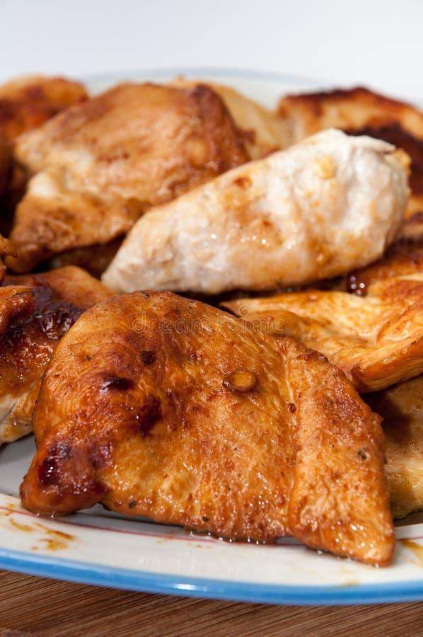 Служат куриные грудки жареной курицы стоковое фото