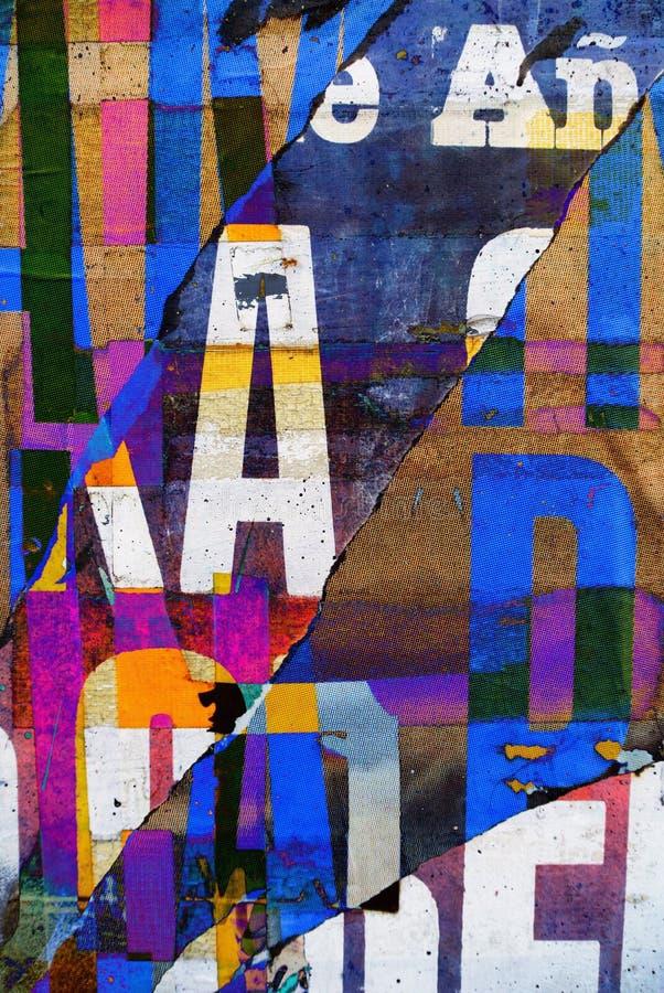 Случайная текстура бумаги коллажа предпосылки на выветренной стене стоковые фотографии rf