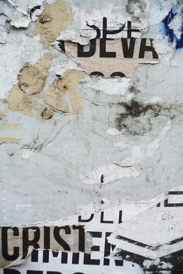 Случайное знамя текстуры коллажа на выветренной стене стоковое изображение
