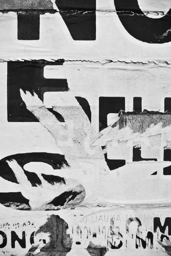 Случайное знамя текстуры коллажа на выветренной стене стоковые изображения rf