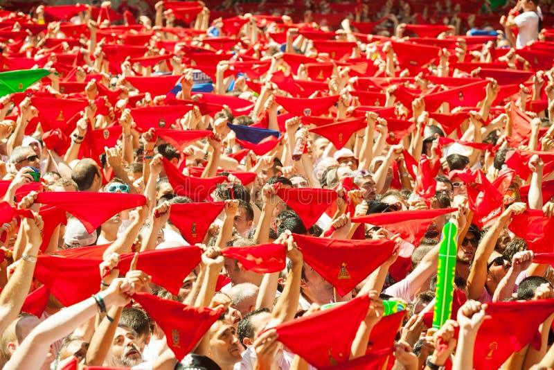 Сrowd ждать отверстие фестиваля Сан Fermin стоковая фотография rf