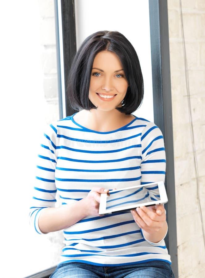 таблетка ПК девушки компьютера счастливая подростковая стоковое изображение rf
