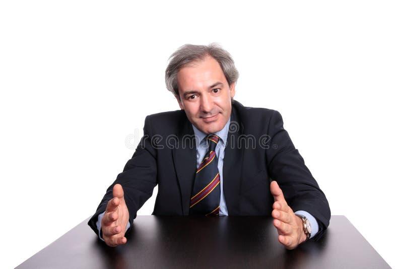 таблица бизнесмена возмужалая стоковая фотография