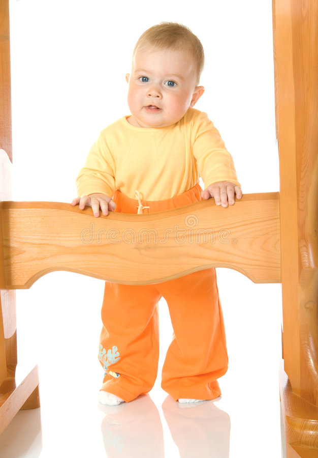 таблица изолированная младенцем малая оставаясь стоковое фото