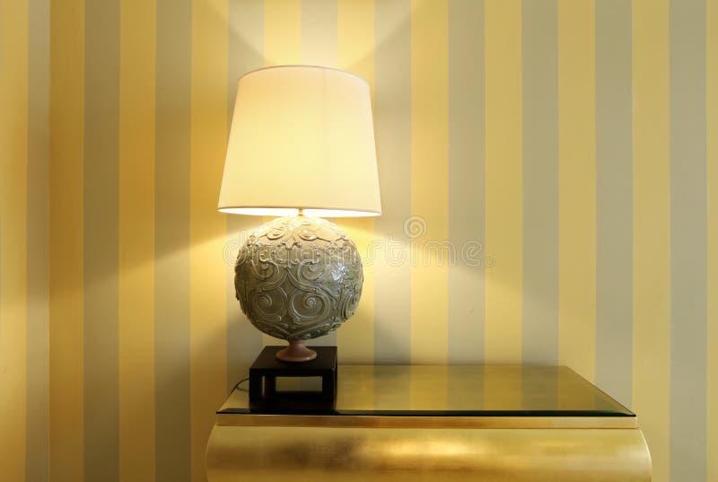 таблица комнаты светильника детали стоковые фото