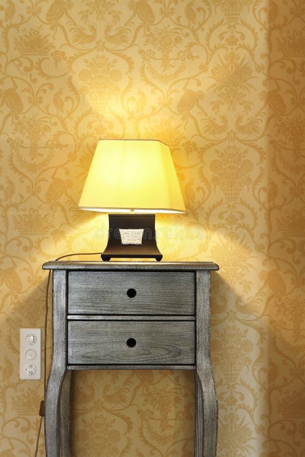 таблица комнаты светильника детали стоковая фотография rf