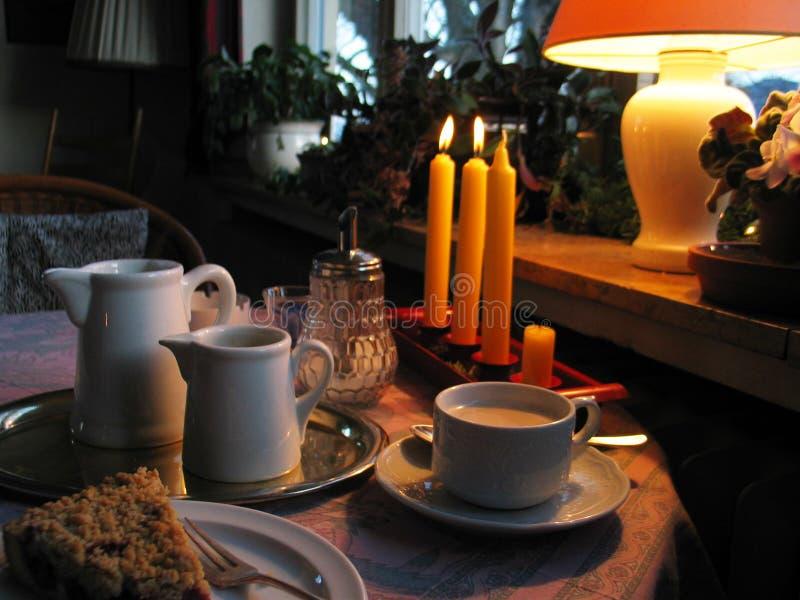 таблица кофе уютная стоковая фотография
