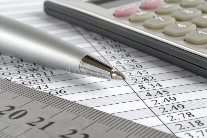 Таблица, правитель и калькулятор стоковое фото
