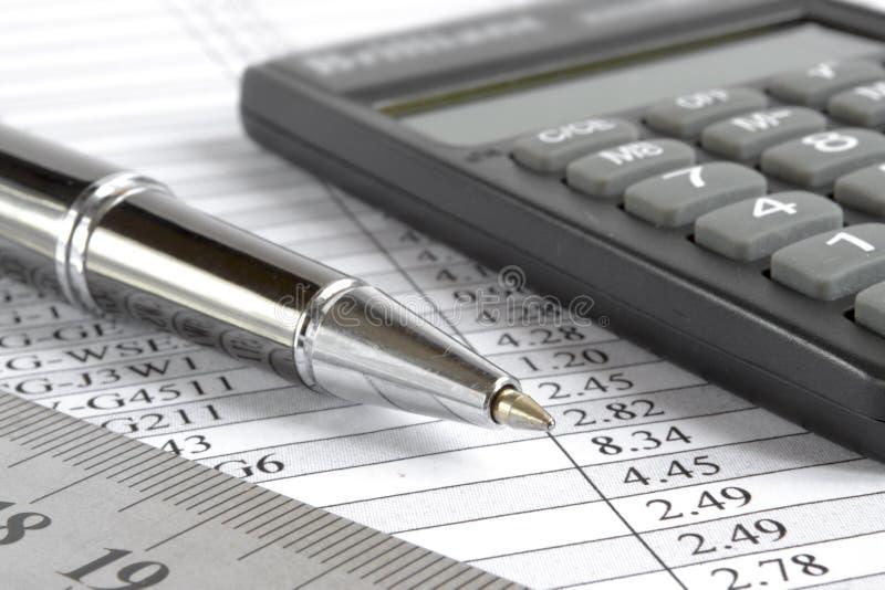 Таблица, правитель и калькулятор стоковые изображения rf