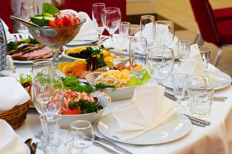 таблица ресторана обеда назначений стоковое изображение rf