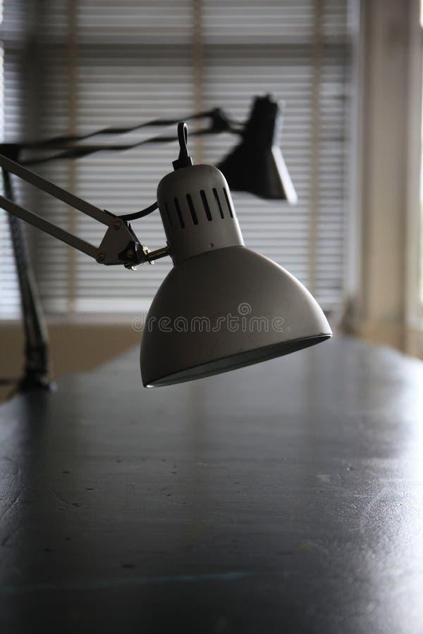 таблица светильников стола стоковое фото rf