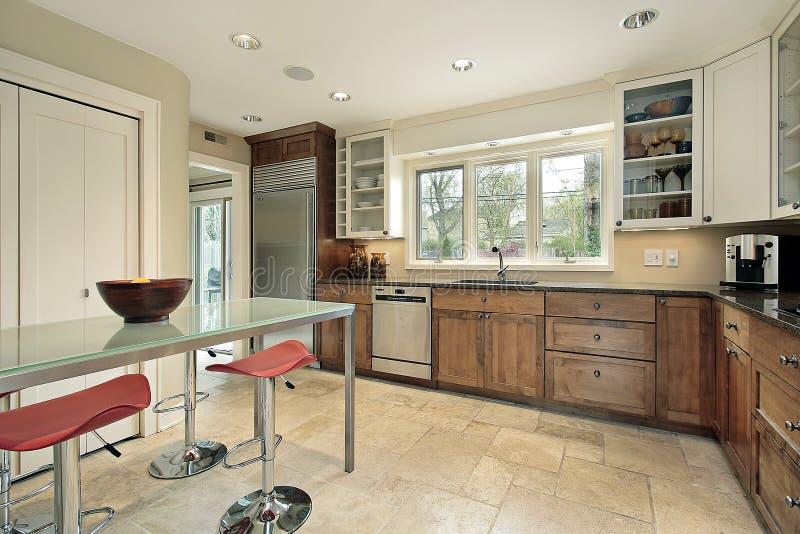 таблица стеклянной кухни прямоугольная стоковые фото