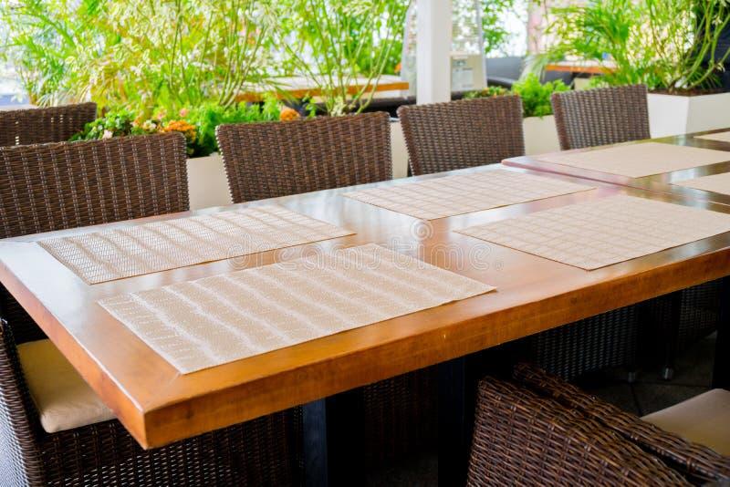 Таблицы ресторана на веранде стоковые фото