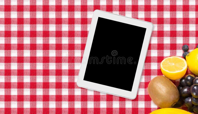Download Таблетка и плодоовощ на ткани скатерти Стоковое Изображение - изображение насчитывающей знамена, checkered: 40585707