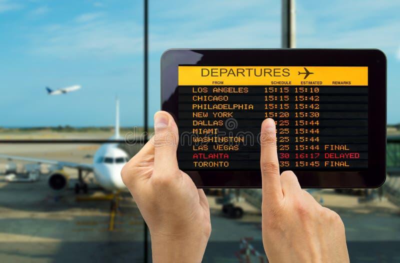 Таблетка с соединяет wifi на авиапорте стоковые изображения