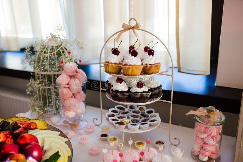 Таблица десерта стоковые фотографии rf