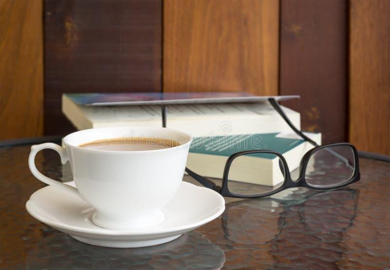 таблица кофейной чашки стоковая фотография rf