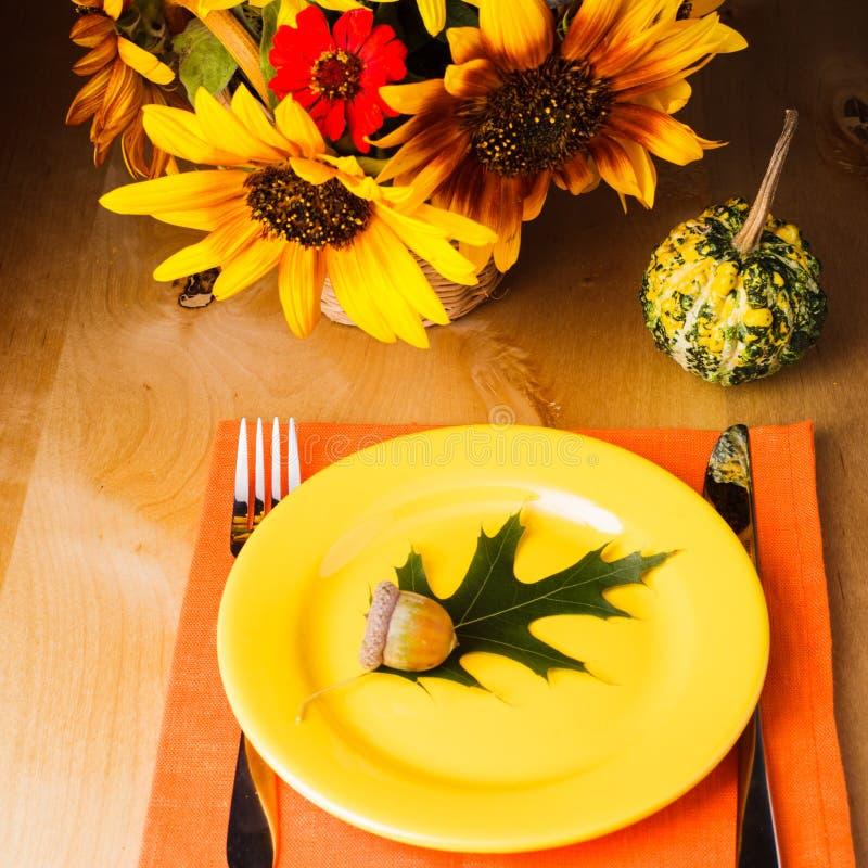 Таблица сервировки благодарения стоковое фото