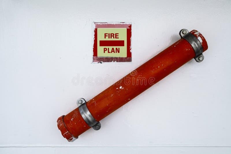 Таблицы тушения пожара на стене стоковые фотографии rf