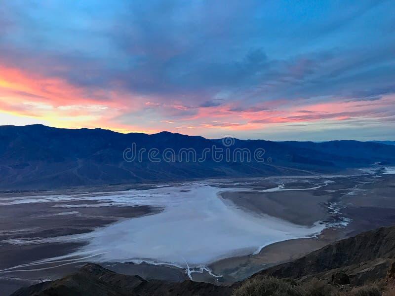 Таз Badwater увиденный от взгляда ` s Dante, равенства соотечественника Death Valley стоковая фотография