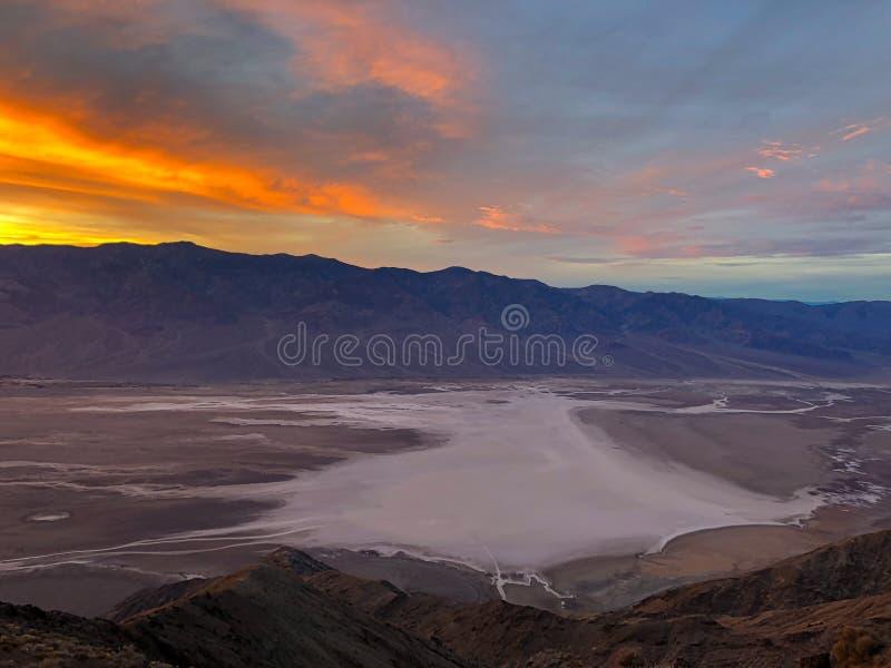 Таз Badwater увиденный от взгляда ` s Dante, равенства соотечественника Death Valley стоковые фото