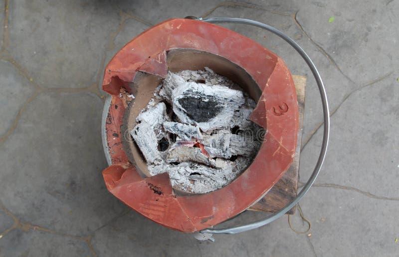Таиландская печь с древесным углем подожжена стоковое фото