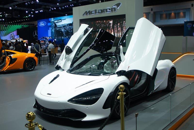 Таиланд - декабрь 2018: Автомобиль supersport McLaren 720s с двойн-прикрепленными на петлях двугранными дверями корабль белого цв стоковая фотография rf