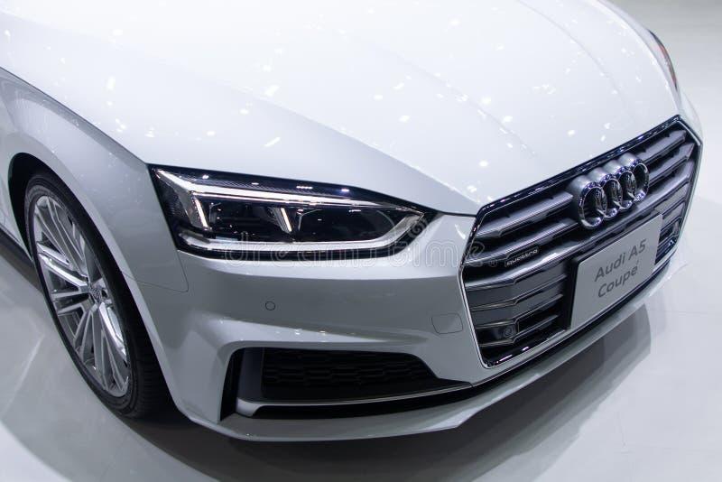 Таиланд - декабрь 2018: закройте вверх по - виду спереди автомобиля Coupe Audi A5 представленного в экспо Nonthaburi Таиланде мот стоковые изображения rf