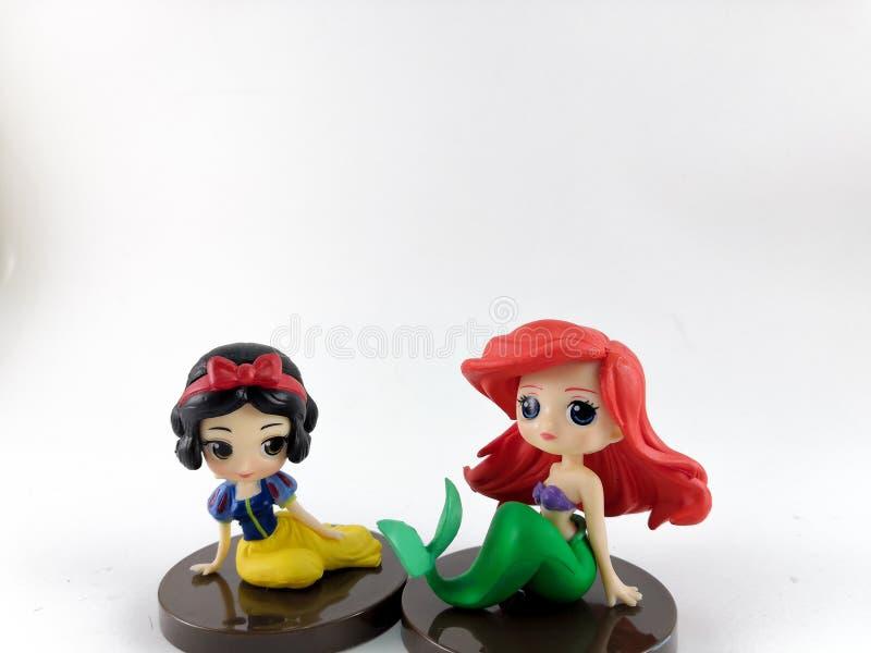 ТАИЛАНД, январь 2018: игрушки принцессы на белых предпосылке и собрании игрушки Дисней в маркетинговой кампании от лотоса Tesco с стоковое фото rf