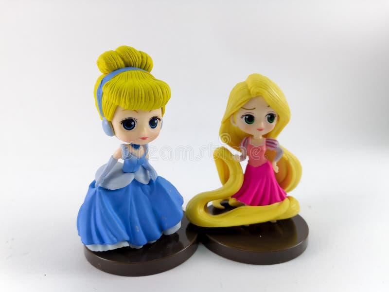 ТАИЛАНД, январь 2018: Команда принцессы на белом собрании игрушки Дисней предпосылки в маркетинговой кампании от лотоса Tesco сро стоковое изображение