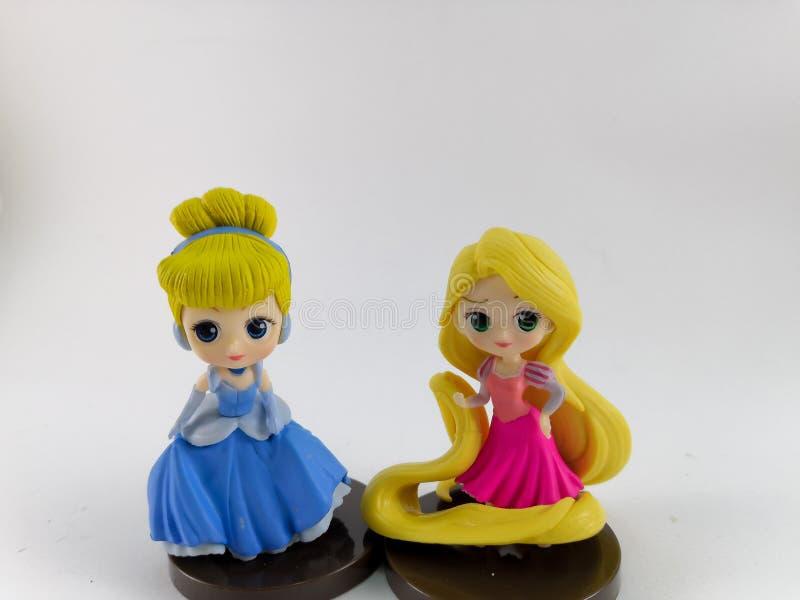 ТАИЛАНД, январь 2018: Команда принцессы на белом собрании игрушки Дисней предпосылки в маркетинговой кампании от лотоса Tesco сро стоковые фото