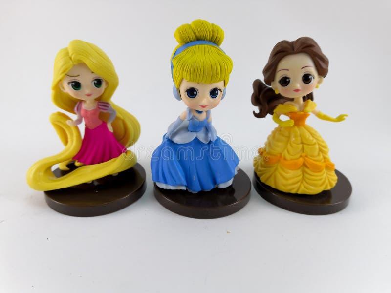 ТАИЛАНД, январь 2018: Команда принцессы на белом собрании игрушки Дисней предпосылки в маркетинговой кампании от лотоса Tesco сро стоковые изображения