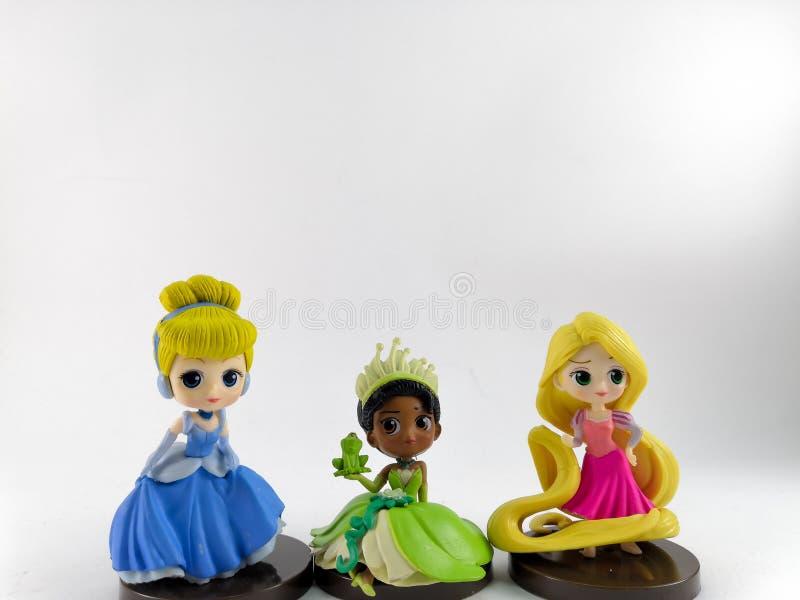 ТАИЛАНД, январь 2018: Команда принцессы на белом собрании игрушки Дисней предпосылки в маркетинговой кампании от лотоса Tesco сро стоковое фото