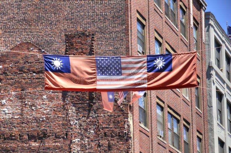 Тайваньские и американские флаги в городке Бостон Китая стоковое изображение