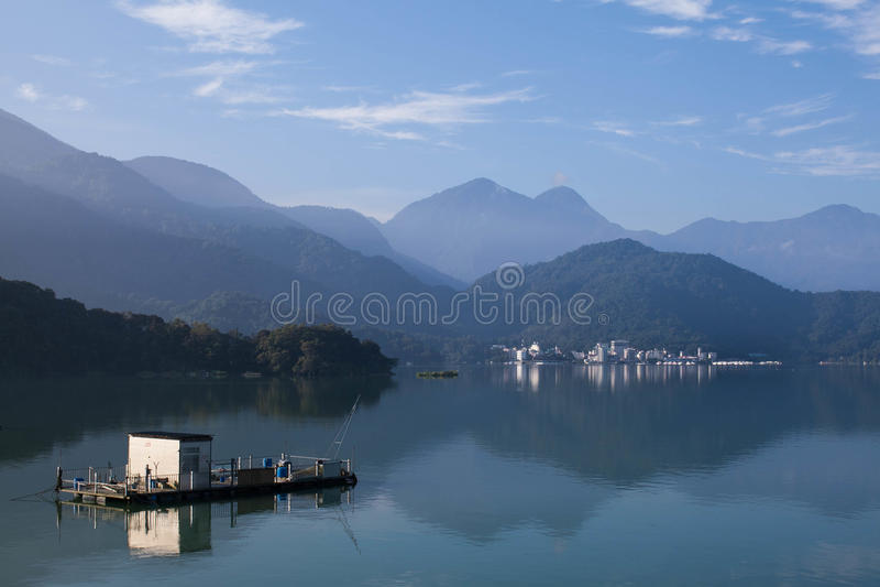Тайвань - озеро лун Солнця стоковая фотография rf