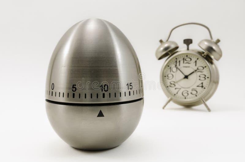 Таймер кухни и классические часы стоковое фото rf