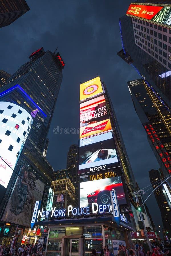 Таймс площадь, отличаемое с театрами Бродвей стоковое фото rf