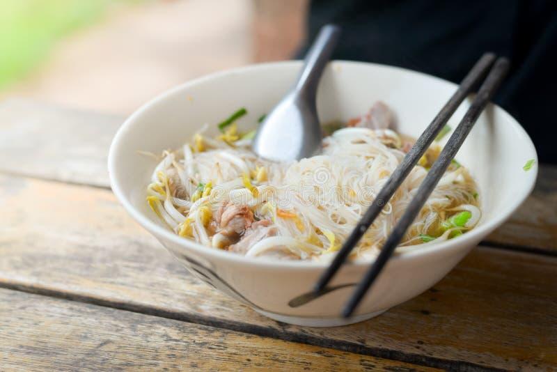 Тайская лапша в шаре дальше стоковое фото