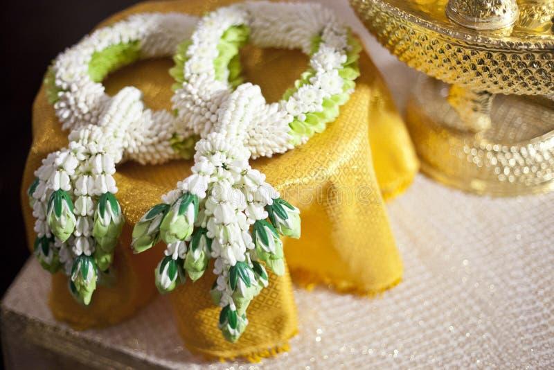Тайская гирлянда свадьбы Jasmin для groom и невесты, Таиланда Weddin стоковые фотографии rf