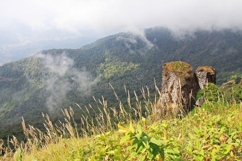Тайская гора с 2 утесами стоковые изображения