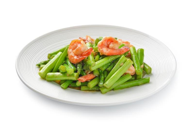 Тайская еда, stir спаржи зажарила с креветками на белизне стоковое изображение rf