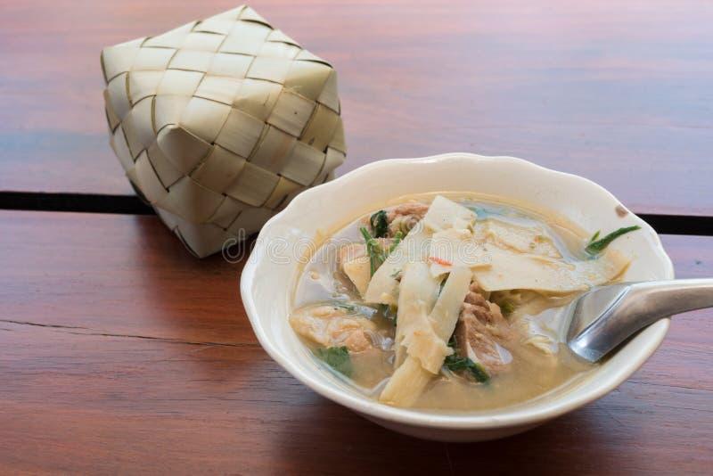 Тайская еда, карри стиля супа бамбукового всхода северное стоковое изображение